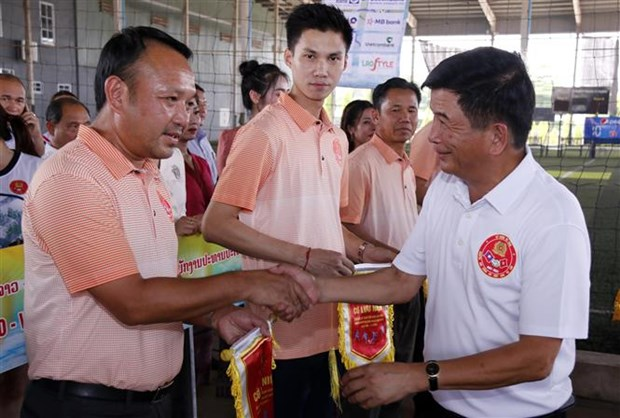 Sport tournament marks ties between Vietnamese, Lao public security forces hinh anh 1