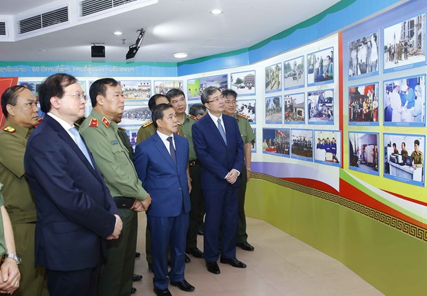 Exhibition spotlights friendship of Vietnamese, Lao public security forces hinh anh 2