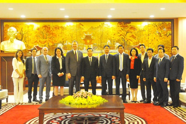 Hanoi leader welcomes US, RoK ambassadors hinh anh 1