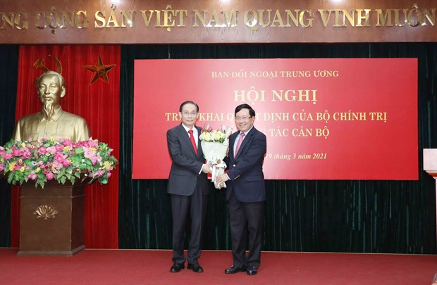 Le Hoai Trung appointed as head of Party's Commission for External Relations hinh anh 1