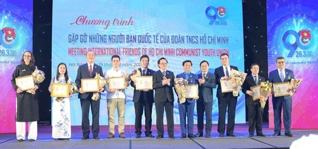 HCYU honours foreigners for contributions to youth-related affairs hinh anh 1