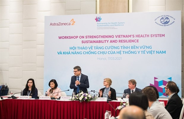 Int'l experts discuss solutions to improve sustainability of health sector hinh anh 1