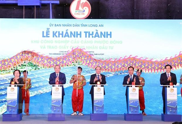 PM attends inaugural ceremony of Phuoc Dong Industrial Park and Port hinh anh 2