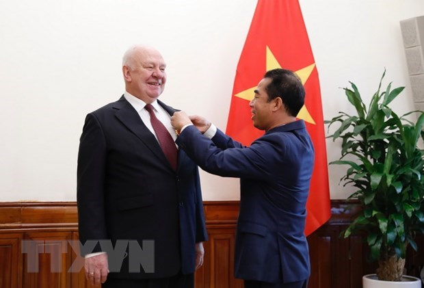 Friendship Order presented to Russian Ambassador to Vietnam hinh anh 1