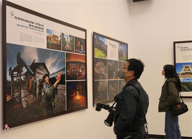 Photo exhibition on Vietnam's border areas opens in Hanoi hinh anh 2