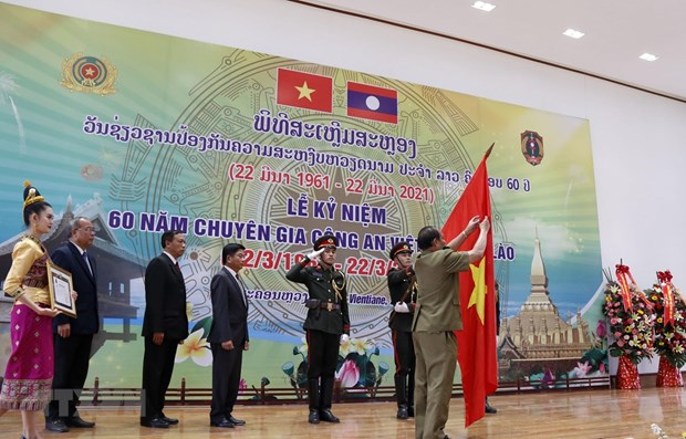 Vientiane ceremony marks 60 years of Vietnam's public security expert force in Laos hinh anh 1