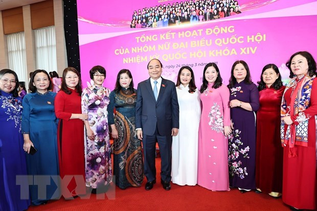 Efforts of female parliamentarians reviewed hinh anh 1