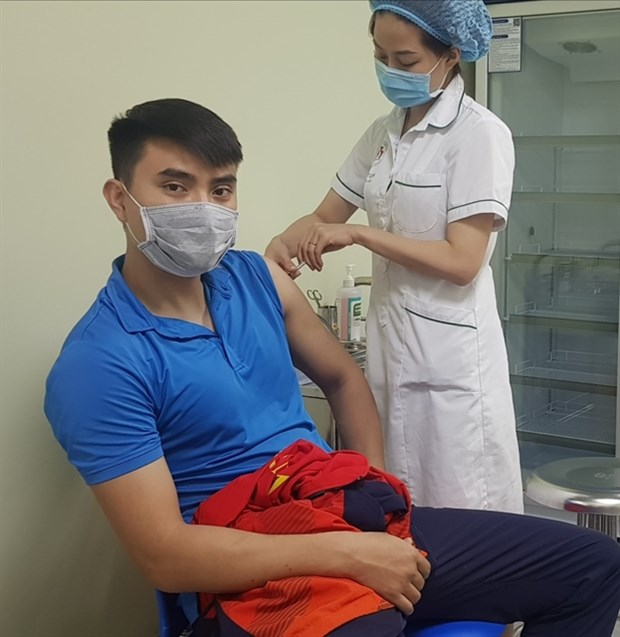 Athletes receive COVID-19 vaccinations ahead of int'l tournaments hinh anh 1