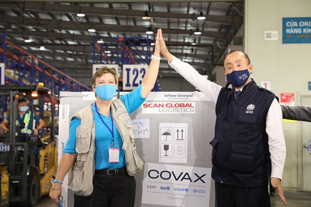 First COVID-19 vaccine batch under COVAX arrives in Vietnam hinh anh 1