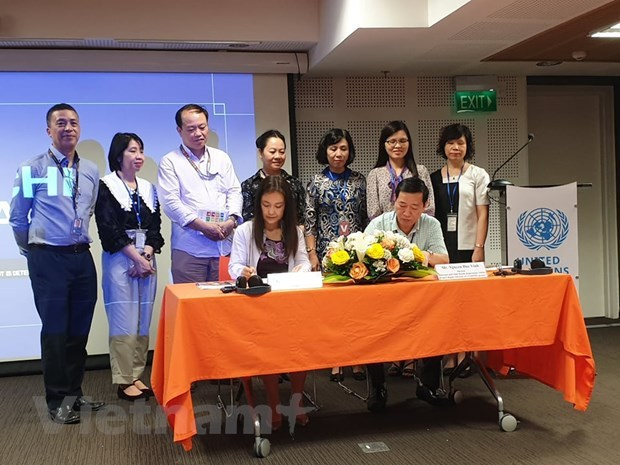 UNFPA provides more equipment to better reproductive health in central Vietnam hinh anh 2