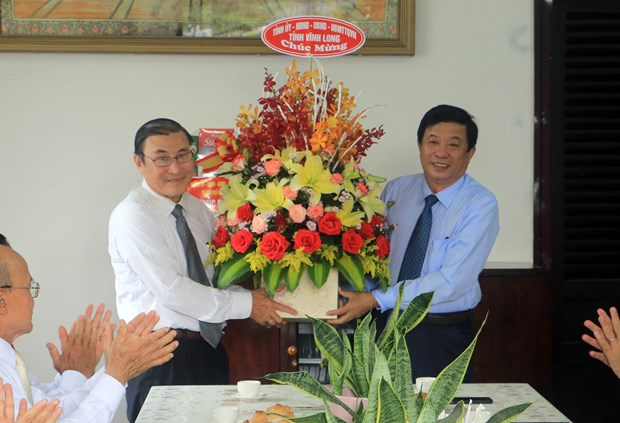 Vinh Long officials extend Easter wishes to Catholics, Protestants hinh anh 2