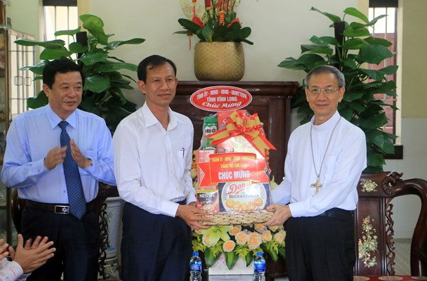Vinh Long officials extend Easter wishes to Catholics, Protestants hinh anh 1