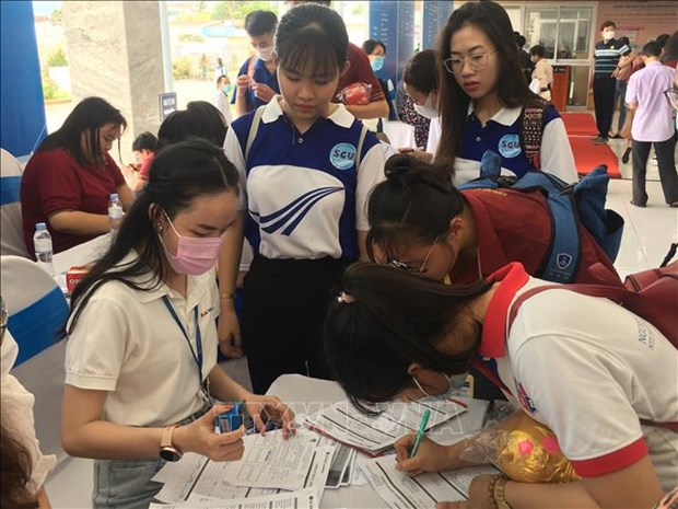 Over 10,000 job vacancies introduced at HCM City's job fair 2021 hinh anh 1