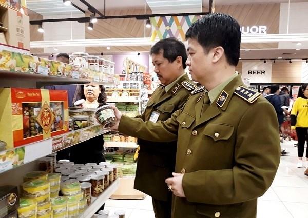 Tightening market management on traditional, digital trade hinh anh 1