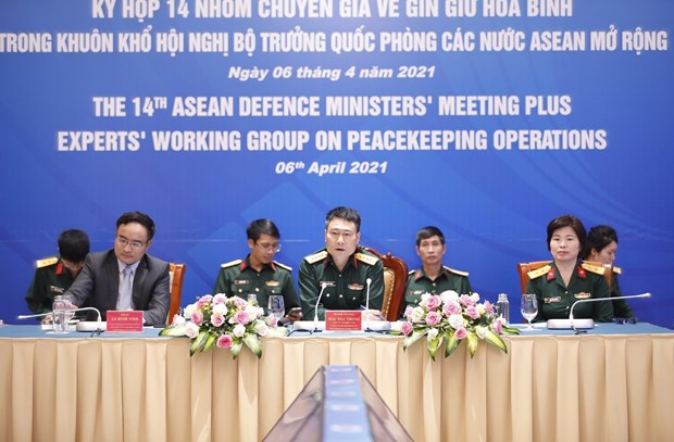 Vietnam, Japan co-chair 14th meeting of EWG on peacekeeping operations hinh anh 2