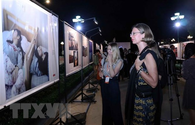 Dutch Consulate General holds photo exhibition in HCM City hinh anh 1