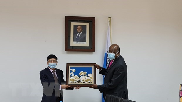 Vietnam, Mozambique enhance ties in education hinh anh 1