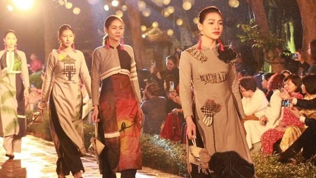 Programme honours Vietnam's Ao dai in Hanoi hinh anh 1