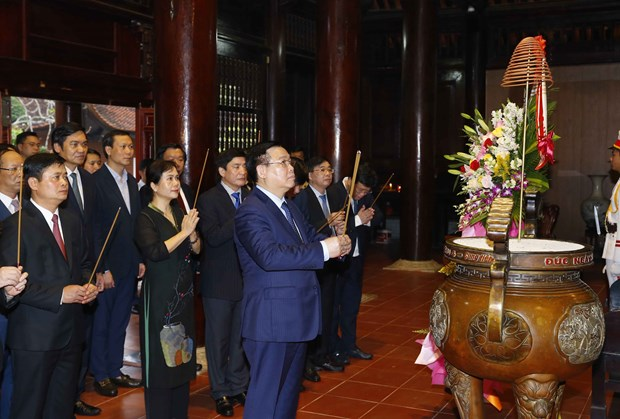 NA Chairman pays working trip to central Nghe An province hinh anh 3