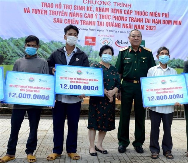 Livelihood support programme benefits landmine victims in Quang Ngai hinh anh 1