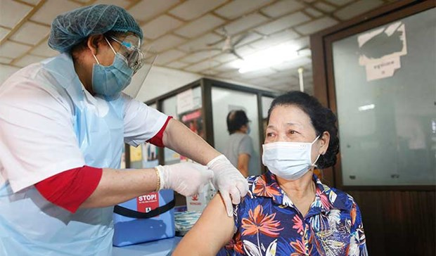 Cambodia issues mandatory COVID-19 vaccination ordinance hinh anh 1