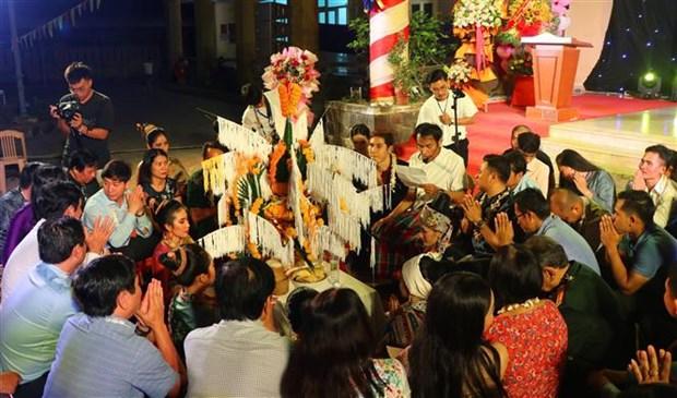Lao students celebrate Bunpimay Festival in Vietnam hinh anh 1