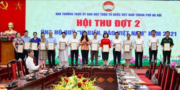 Hanoi: Additional 23.7 billion VND raised for sea, island fund hinh anh 1