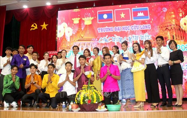 Vinh Long's university holds New Year celebration for Cambodian, Lao students hinh anh 1