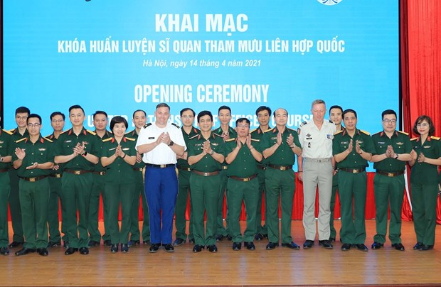 Vietnam opens UN staff officer training course hinh anh 2