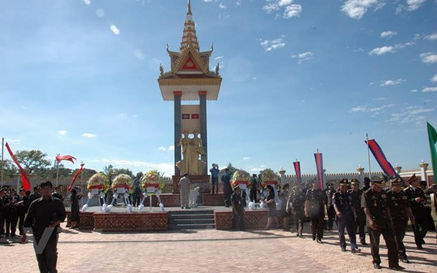 Khanh Hoa puts aside 15 billion VND for friendship works in Cambodian province hinh anh 1