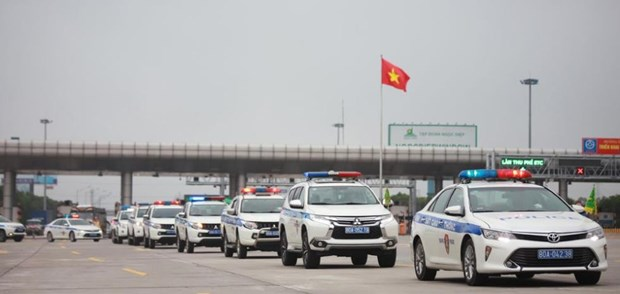 Traffic police deploy forces during upcoming holiday, election hinh anh 1