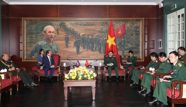 Vietnam forges defence ties with foreign countries hinh anh 2