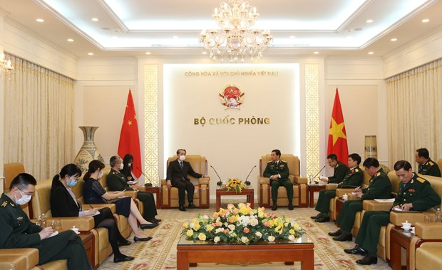Vietnam forges defence ties with foreign countries hinh anh 3