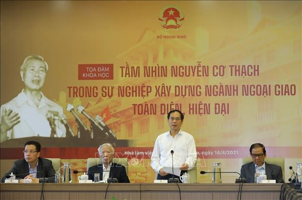 Symposium spotlights late Foreign Minister Nguyen Co Thach's vision on diplomacy development hinh anh 1