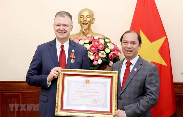 US Ambassador honoured with Friendship Order hinh anh 1
