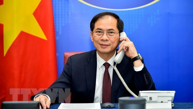 Vietnam values all-rounded cooperation with Poland: FM hinh anh 1