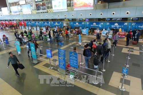 Noi Bai Airport expected to see record passenger traffic in coming holidays hinh anh 1