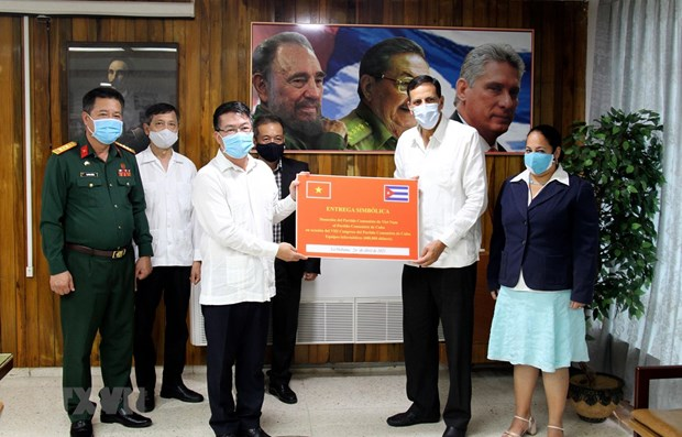 CPV's congratulatory letters handed over to Cuban Party hinh anh 1