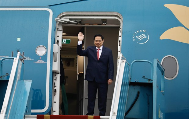 PM leaves Hanoi for ASEAN Leaders' Meeting hinh anh 1