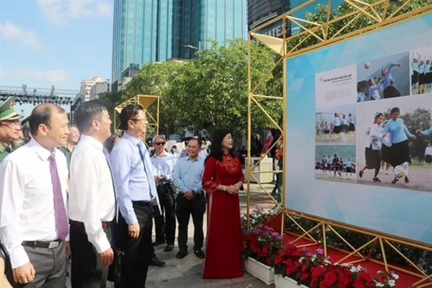 Art shows celebrate national holiday hinh anh 1