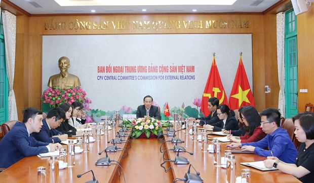 Vietnam always treasures strategic partnership with Singapore: Party official hinh anh 1