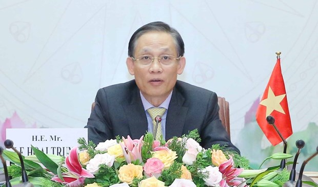 Vietnam always treasures strategic partnership with Singapore: Party official hinh anh 2