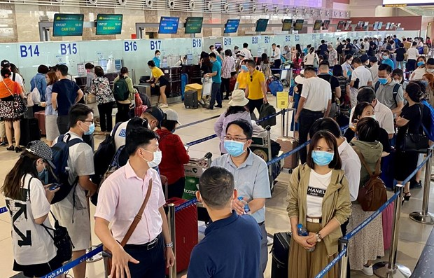 Airports serve about 1.5 million travellers during holidays hinh anh 1