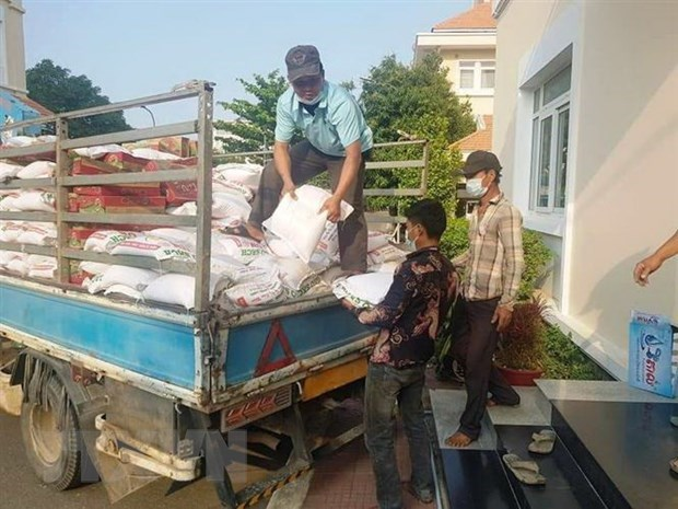 HCM City supports OVs, Cambodian and Lao people affected by COVID-19 hinh anh 1