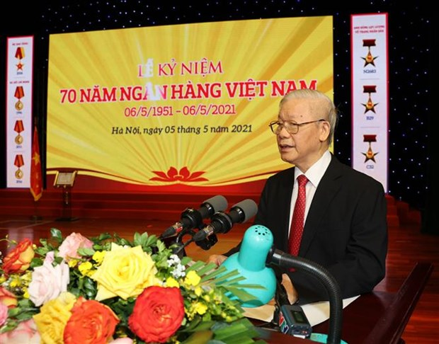 Party chief commends role of banking sector in growth hinh anh 2