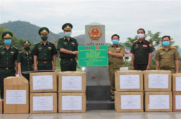 Son La offers medical aid to armed forces of Lao province hinh anh 1