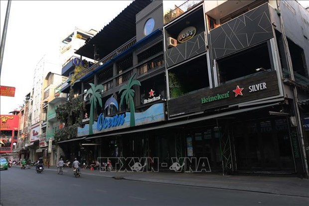HCM City to close more non-essential service businesses hinh anh 1