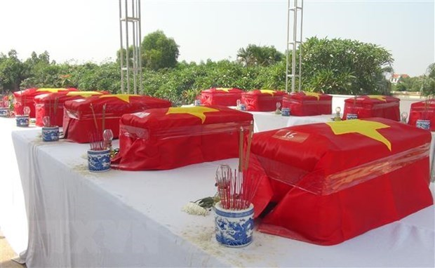 Remains of martyrs repatriated from Laos, reburied in Ha Tinh, Quang Binh hinh anh 1