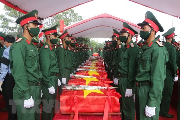 Remains of martyrs repatriated from Laos reburied in Nghe An, Thanh Hoa hinh anh 1