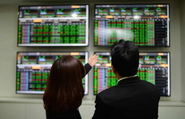 Southern stock market posts high transaction value in April hinh anh 1